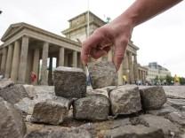 Wiederaufbau der Mauer als Kunstprojekt