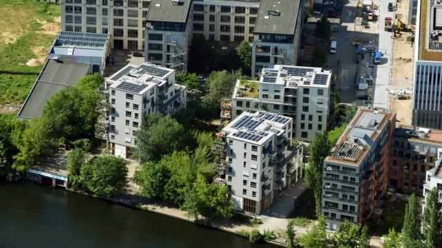 Wohngebiet der Mehrfamilienhaussiedlung im Wilhelmine-Gemberg-Weg in Berlin, Deutschland