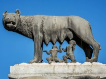 Statue Kapitol Wolf Romulus und Remus säugen Piazza del Campidoglio Rom Italien Europa Copyrig