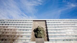 Karl Marx in Chemnitz creative *** Karl Marx in Chemnitz creative PUBLICATIONxINxGERxSUIxAUTxONLY