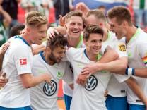 Spieler des VfL Wolfsburg 2018 beim Bundesliga-Spiel gegen Bayer Leverkusen