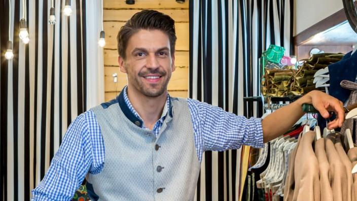 Daniel Fendler Designer fuer Trachtenmode und Inhaber vom Aschauer Trachtenhaus Foto im oberbayer