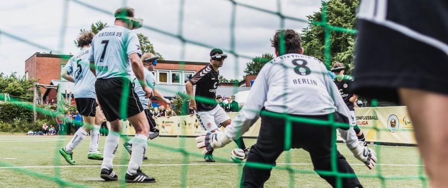 Hamburg Deutschland 17 07 2016 Serdal Serdi Celebi vom FC St Pauli spielt das Team vom FC Viktor