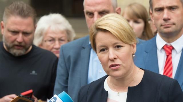 Franziska Giffey spricht in Chemnitz vor Journalisten