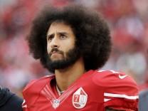 Quarterback Colin Kaepernick von den 49ers während eines NFL-Spiels 2016