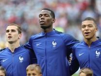 Frankreichs Nationalspieler Griezmann, Pogba und Mbappe vor dem WM-Finale 2018