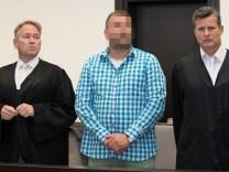 Höxter-Prozess: Angeklagter Wilfried W. mit seinen Verteidigern