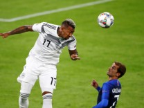 Nations-League: Jerome Boateng im Zweikampf gegen Antoine Griezmann
