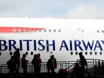 Flugzeug von British Airways am Flughafen Heathrow