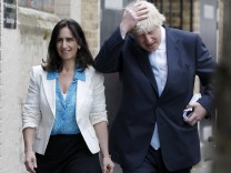 FILE PHOTO: London mayor Boris Johnson arrives to cast his vote in Islington in London