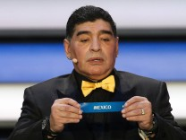MOSCOW RUSSIA DECEMBER 1 2017 Argentinian retired striker Diego Maradona holds a slip reading