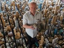 Eine ganze Stadt aus Pappe im Miniaturformat hat Karl Sperber aus Burgebrach gebaut.