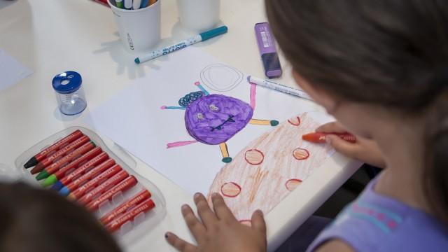 """Ein Kind malt ein Monster: Urban Nation âÄ"""" Monster Workshop - Project M"""