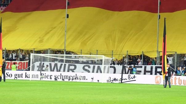 Fussball Dfb Zeigt Banner Gegen Rassismus Sport