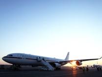 """Auf dem Foto ist das deutsche Regierungsflugzeug mit der Aufschrift """"Bundesrepublik Deutschland""""."""