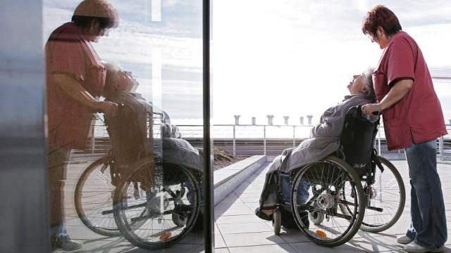 Pflege Rollstuhl Alterspflege