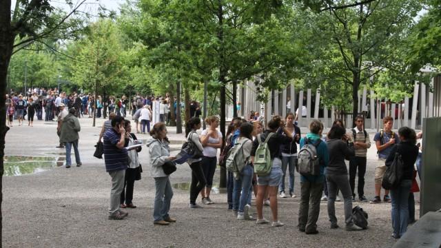 Besucher der KZ-Gedenkstätte Dachau, 2011