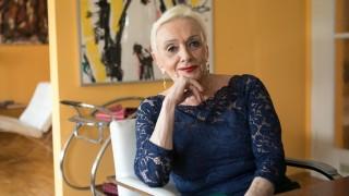 Karin Dietl-Wichmann, eine der Ex-Frauen von Helmut Dietl,  in ihrer Wohnung in der Franz-Josef-Str 46 in Schwabing.