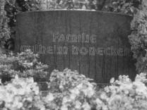 Grab der Eltern von Erich Honecker, 1987
