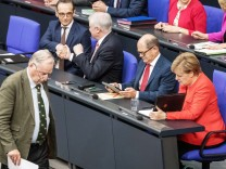 Bundestag: Alexander Gauland (AfD) auf dem Weg zum Rednerpult