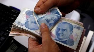 Türkische Lira werden gezählt