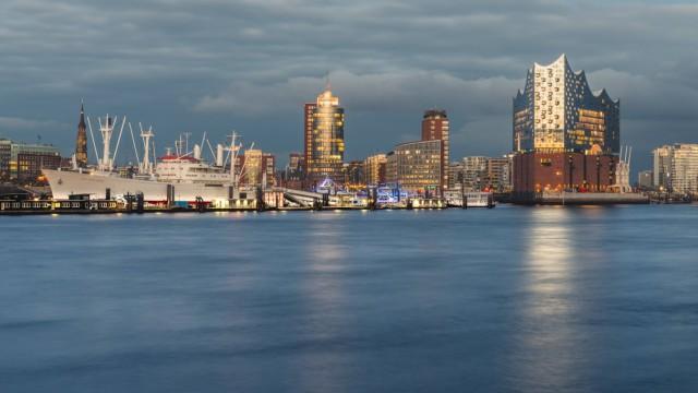 Hamburg Harbour and Elbe Philharmonic Hall in the evening light PUBLICATIONxINxGERxSUIxAUT