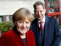 Angela Merkel und Hans-Georg Maaßen 2014 in Köln