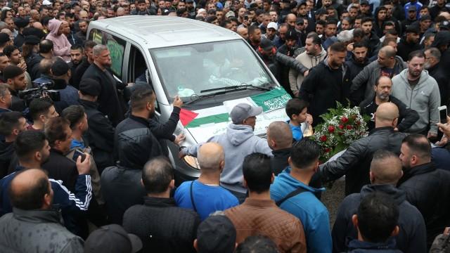 *** BESTPIX *** Arab Clan Buries Its Murdered Associate