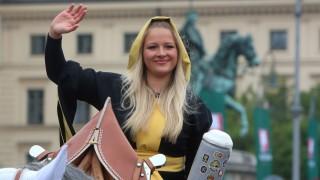 traditioneller Trachten und Schützenzug des Festring s München mit teilnehmenden Gruppen aus vielen