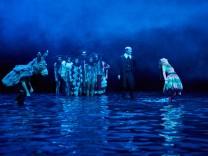 Schliessen Tyll nach dem Roman von Daniel Kehlmann in einer Bühnenfassung von Julian Pörksen und Stefan Bachmann