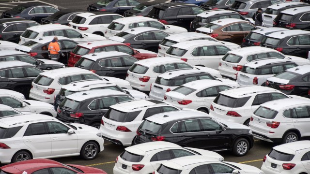 Neuwagen von Mercedes-Benz und BMW