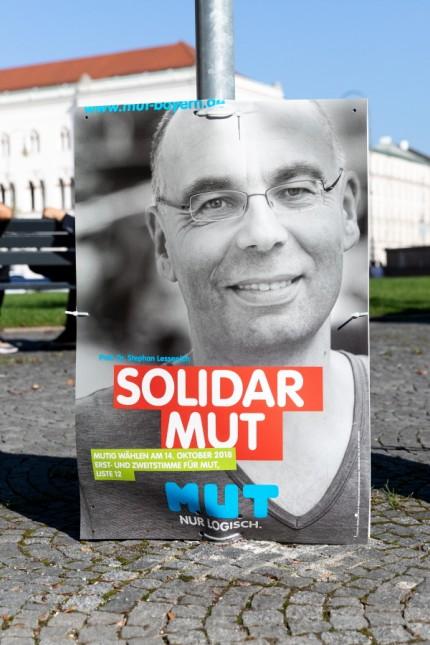 Wahlplakate kleiner Parteien für die Landtagswahl 2018 in Bayern.