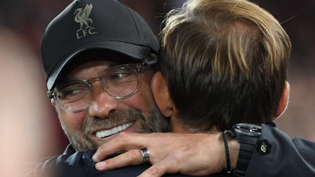 Jürgen Klopp umarmt Thomas Tuchel vor dem CL-Spiel Liverpool gegen Paris
