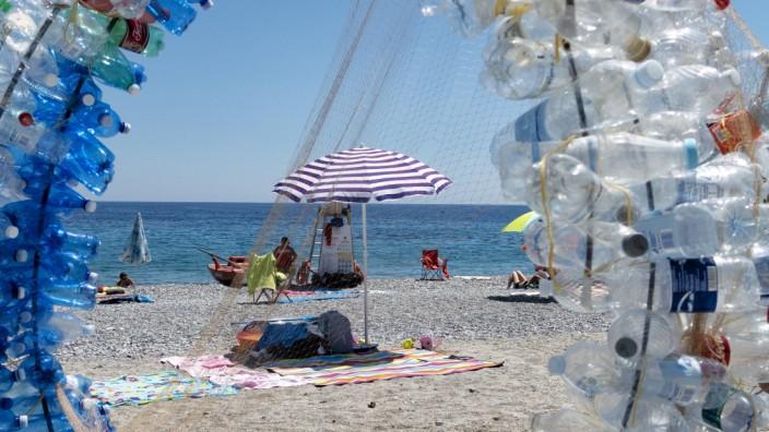 Italy Noli Sunscreen made out of recycled plastic bottles in Italian Noli PUBLICATIONxINxGERxSUIx