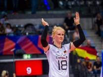 Deutschland China Leonie Schwertmann 18 GER beim Spiel Deutschland China in der Volleyball; Volleyball Leonie Schwertmann