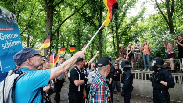 AfD-Demonstration und Gegendemonstration