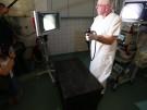 Würzburger Schatztruhe: Chefarzt guckt durchs Schlüsselloch (Vorschaubild)