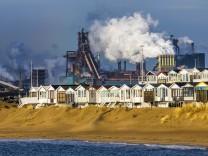 Das Tata Steel Stahl und Hüttenwerk in IJmuiden Velsen Nordholland Niederlande größtes Industri