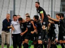 Spieler von Eintracht Frankfurt feiern bei Olympique Marseille