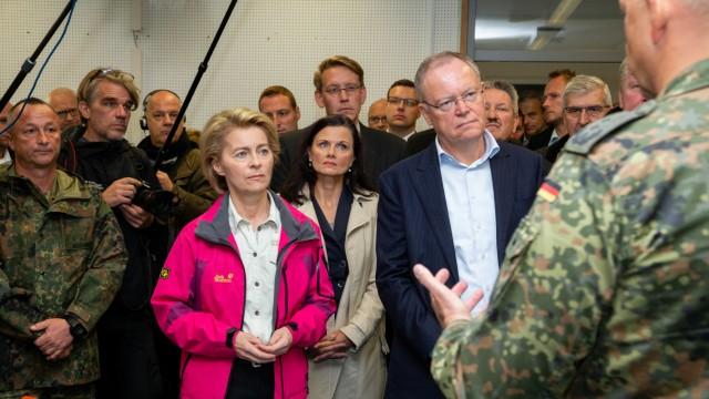 Verteidigungsministerin bei Moorbrand auf Bundeswehr-Testgelände