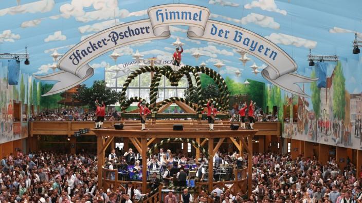 """Das Hacker-Festzelt auf dem Oktoberfest in München - genannt: """"Himmel der Bayern""""."""