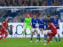 GER 1 FBL FC Schalke 04 vs FC Bayern München Muenchen GER 1 FBL FC Schalke 04 vs FC Bayer; FC Bayern David Alaba Schalke