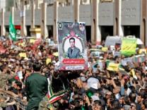 Iran: Tausende Menschen begleiten die Beerdigung von Revolutionsgardisten