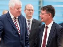Horst Seehofer und Gunther Adler beim Wohngipfel 2018 im Kanzleramt