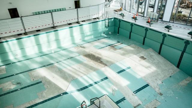 Gesperrtes Becken im Hallenbad Ismaning, 2015