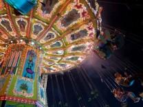 Wiesn-Kettenkarussell: Abendstimmung auf dem Münchner Oktoberfest