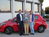 Initiative für Seniorenfahrdienst, Vaterstetten, Seniorenbeirat, Senioren, Fahrdienst, (v.l.): Benedikt Weber (CSU-Gemeinderat) Hans-Günter Kempf und Herma Bianca Schlömer (Seniorenbeirat)