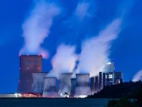 RWE-Braunkohlekraftwerk in Niederaußem
