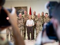 Von der Leyen bei deutschen Soldaten in Jordanien