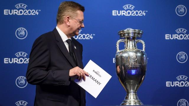 Deutsche Nationalmannschaft DFB-Präsident Grindel vs Özil